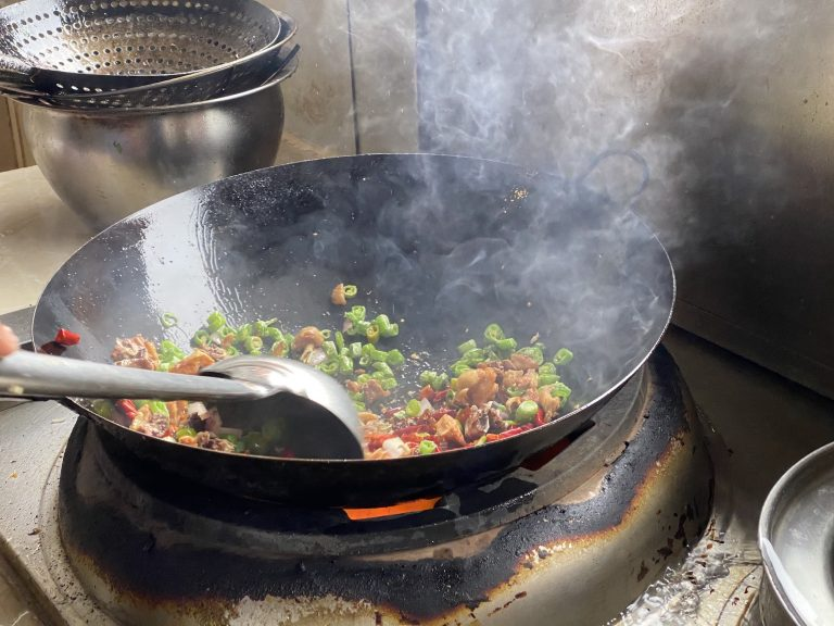 Cooking laziji mala-flavored chicken