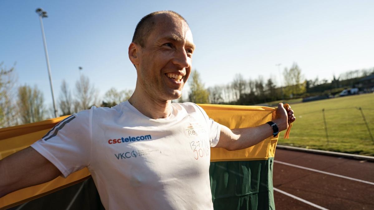 Aleksandr Sorokin - 100 mile world record - Centurion Running Track 100 Mile feat