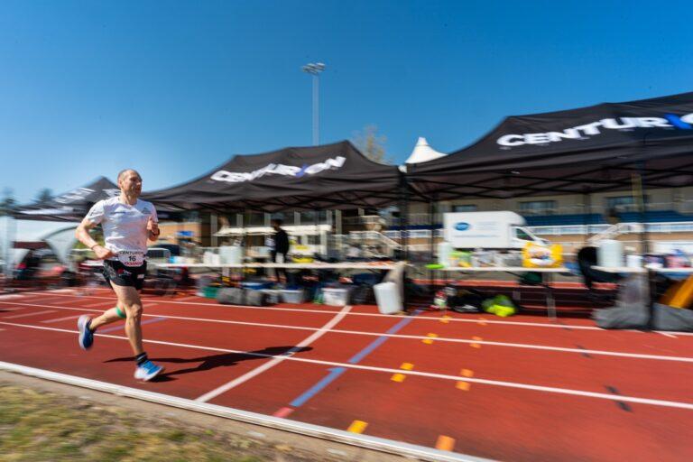 Aleksandr Sorokin - 100 mile world record - Centurion Running Track 100 Mile - running past crew stations