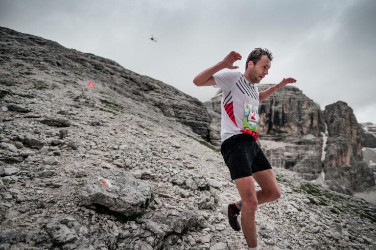 Stian Angermund running downhill at @GoldenTrailSeries | @dolomythsrun | @jsaragossa Jordi Saragossa
