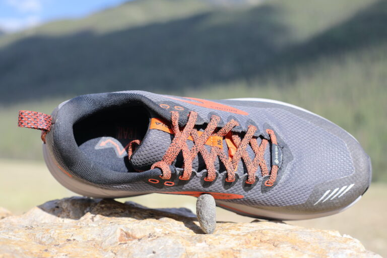 A top view of the Brooks Cascadia 16 Gore-Tex.