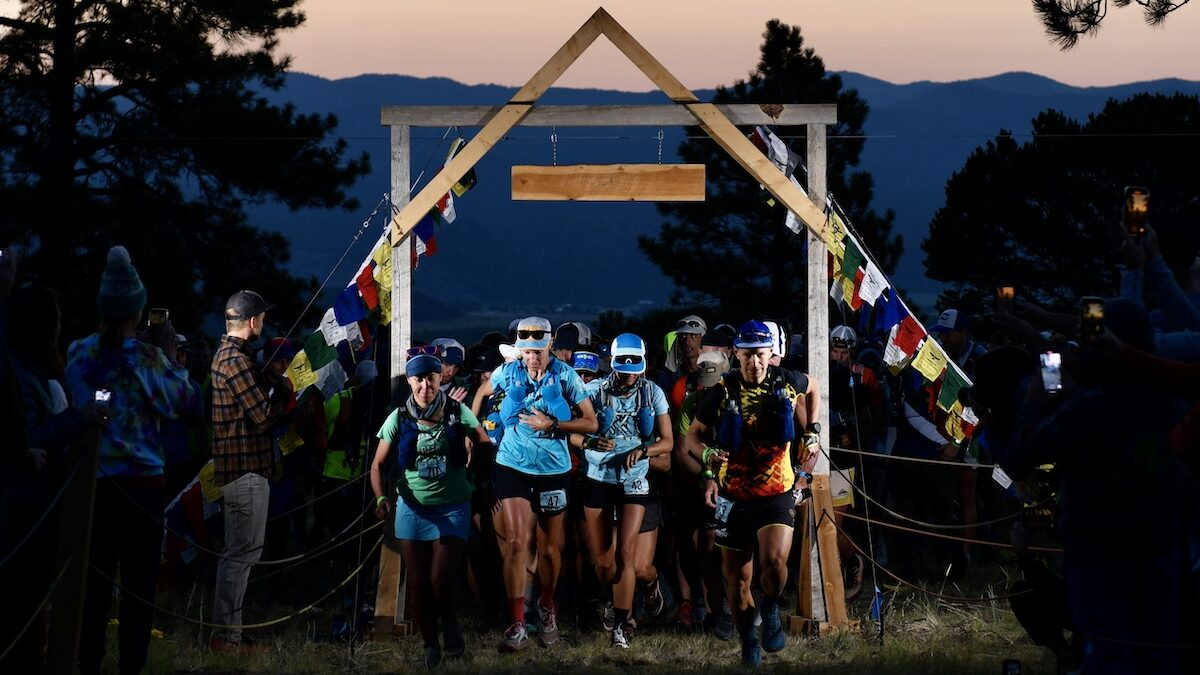 Race start, 2021 High Lonesome 100 Mile