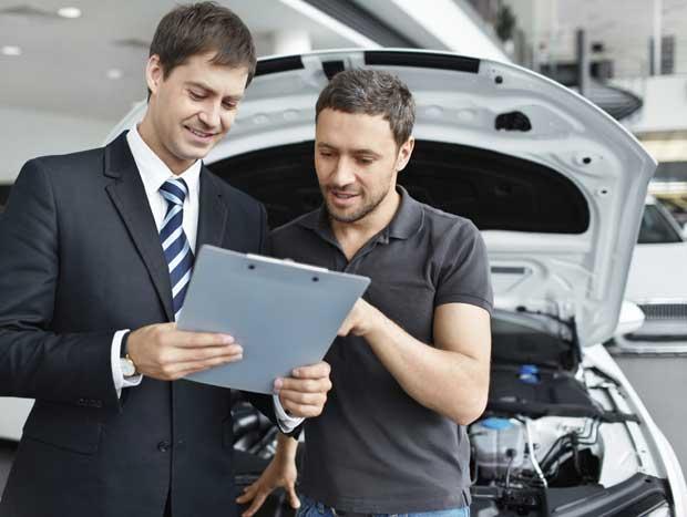 Quem acompanha a época certa para comprar peças e outros itens do carro certamente gastará menos