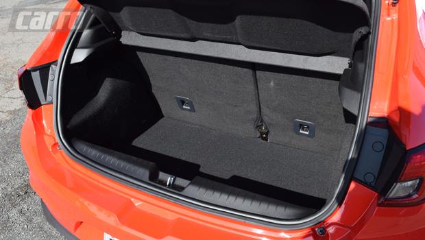 Porta-malas tem 300 litros de capacidade