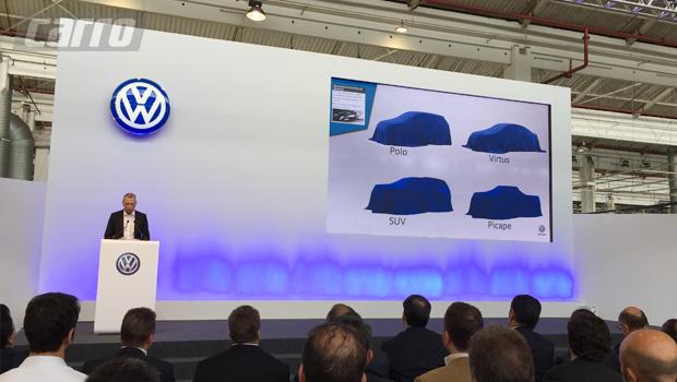 O CEO da VW do Brasil, David Powels, mostrou o plano de renovação do portfólio