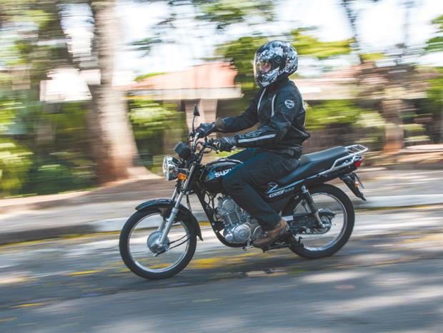 Ambas as motos permitem uma posição de condução bem confortável e neutra