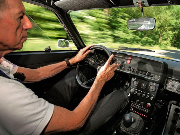 Bicampeão de WRC, Walter Röhrl pilota o Capri 44 anos depois