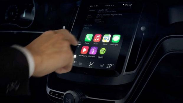 Motoristas estão se distraindo com funções do kit multimídia