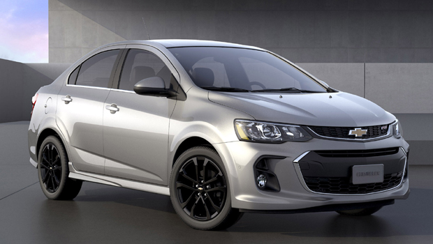 Faróis retangulares foram inspirados nos novos modelos da GM, como o Malibu