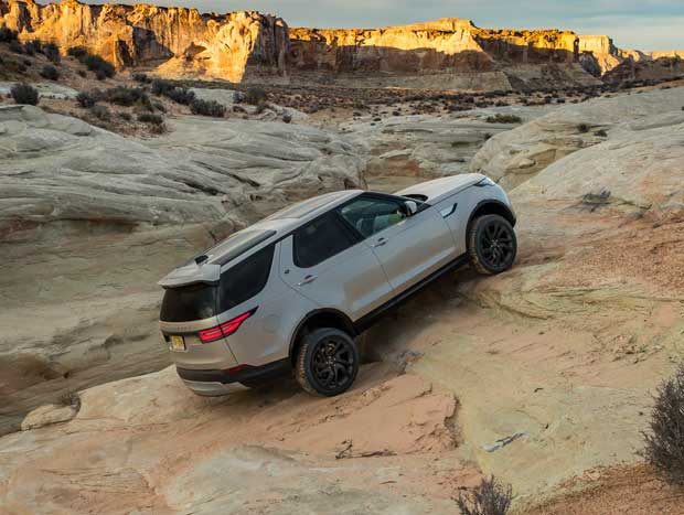 Suspensões independentes e distribuição igual de peso são marcas do SUV