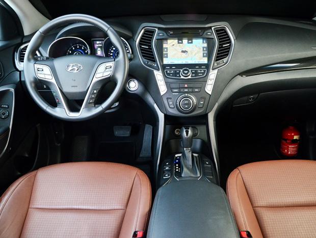 O visual do SUV agrada. Partida por meio de botão e GPS são itens de série