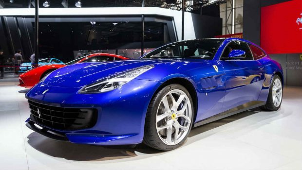 Nova Ferrari tem velocidade máxima de 320 km/h