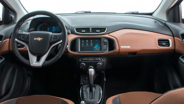 O interior em preto e laranja é exclusivo da versão Activ