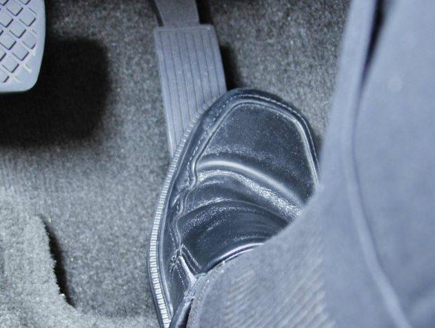 Vibrações do acelerador serviriam de alerta ao motorista sobre consumo