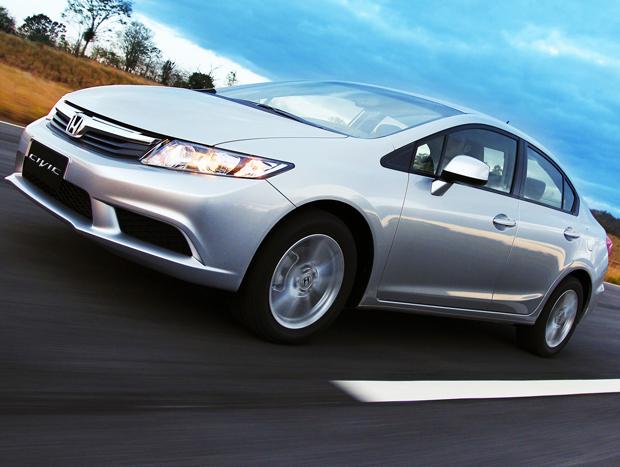 Recentemente reestilizado, o Honda Civic agrada a muitos clientes mais experientes
