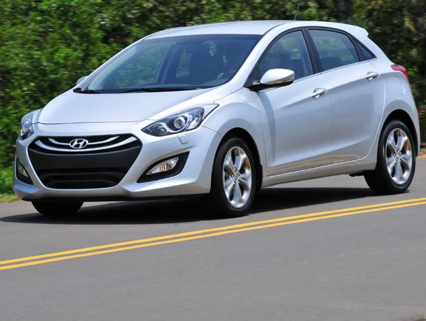 Hyundai i30: visual e bons equipamentos, mas desempenho apenas razoável