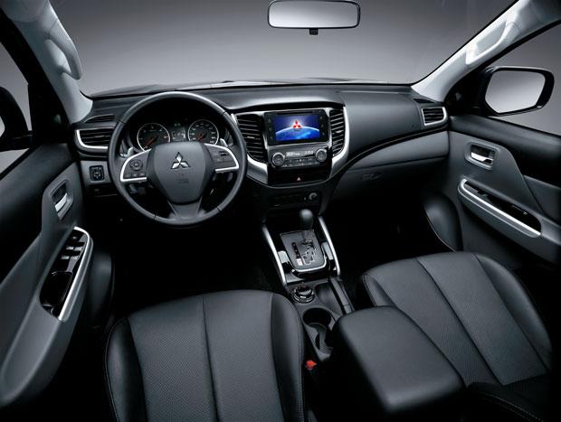 Interior também ficou mais refinado com renovação da L200