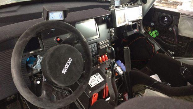O volante possui apenas 3 botões