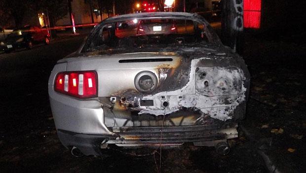 A carroceria do Mustang ficou bem danificada