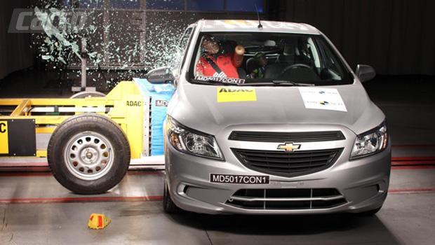 Após receber reforços laterais, Chevrolet Onix passou de zero para 3 estrelhas na avaliação do LatinNCAP