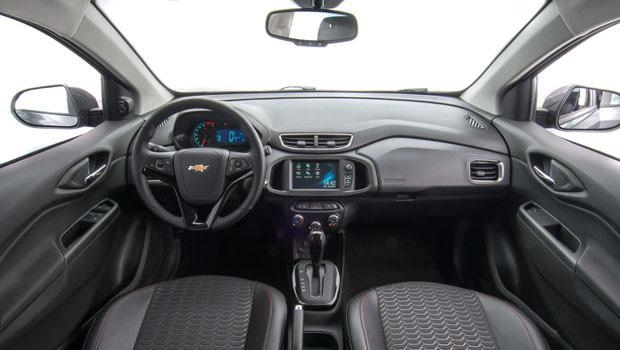 Chevrolet corrigiu algumas falhas ergonômicas na cabine do Onix
