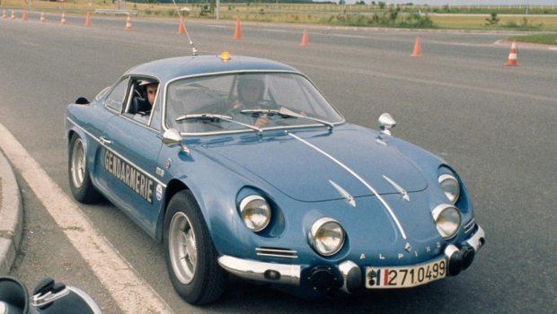 Base do A110 (foto), o Alpine A108 foi fabricado no Brasil com o nome de Interlagos