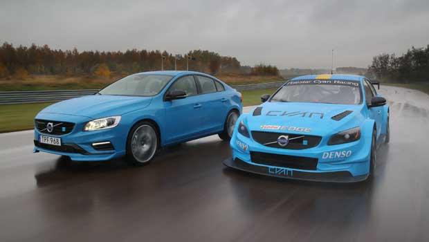 Lado a lado as duas versões Polestar do S60: a civil e a das pistas