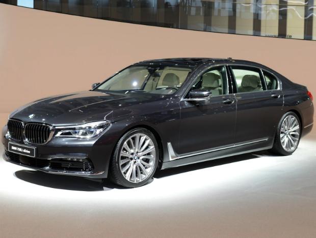 Supertecnológico e de olho no Mercedes Classe S: é o BMW Série 7