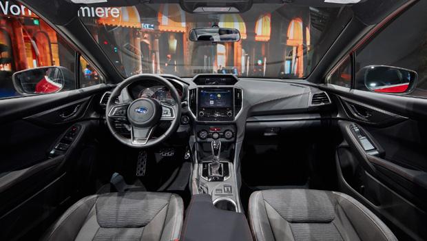 Interior está mais tecnológico com as três telas digitais na cabine