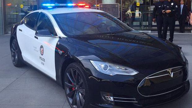 Polícia do Reino Unido já testou um modelo da Tesla
