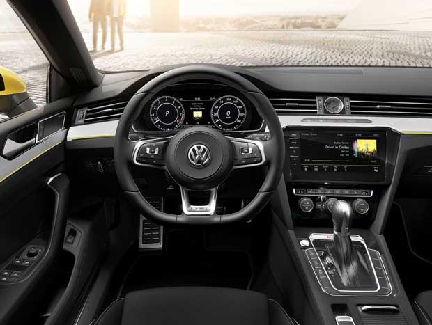 Interior segue padrão discreto, porém elegante, inspirado em Audi