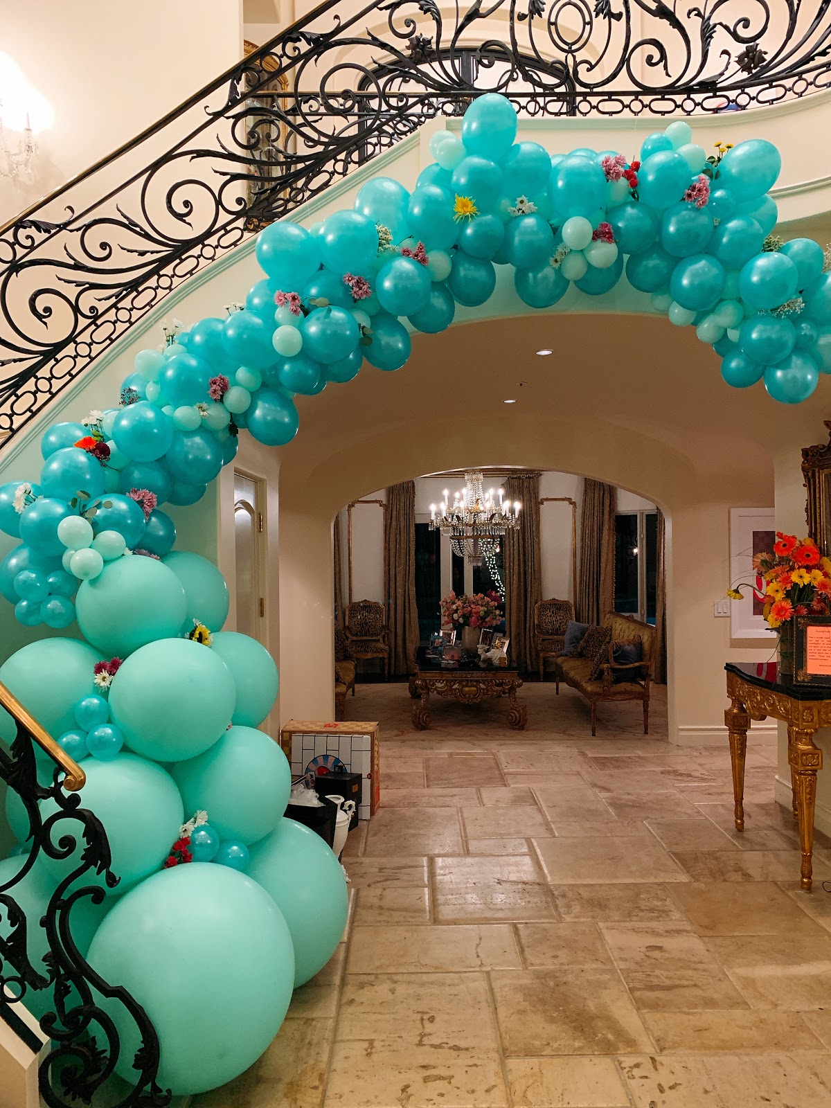 how-i-sell-custom-balloon-installations-business-to-celebrities-and-corporates