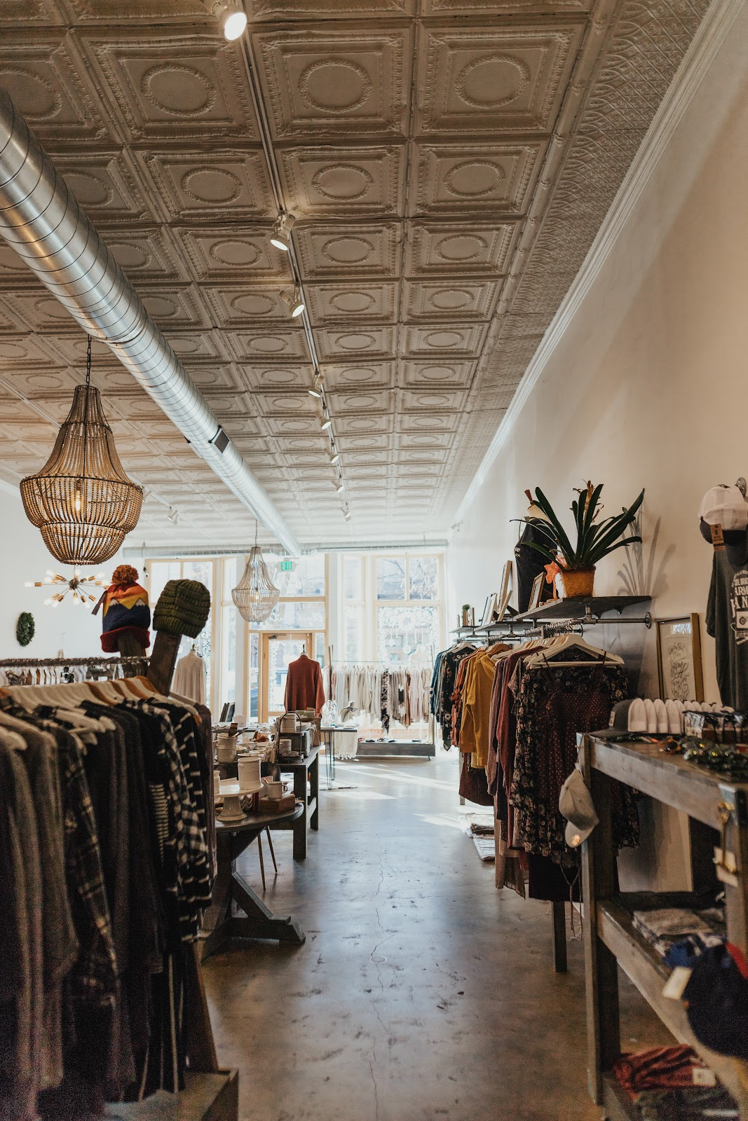 how-i-started-a-25k-month-boutique-that-sells-clothes-home-goods-jewelry