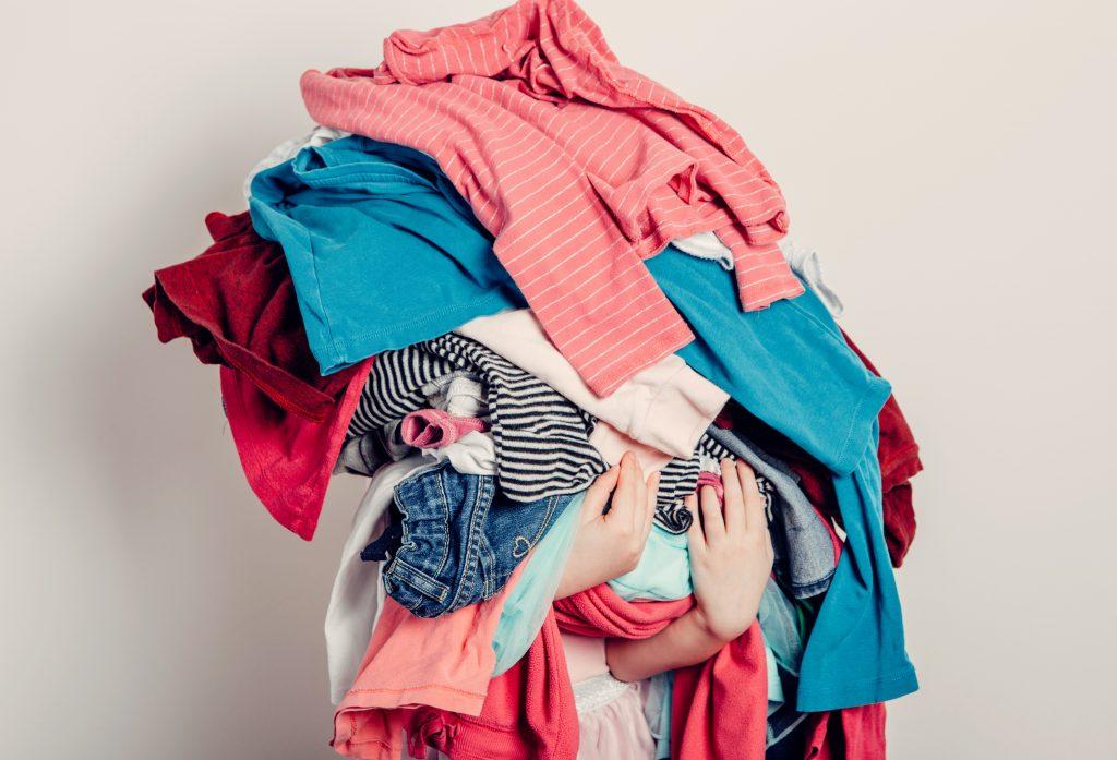 Como organizar o guarda-roupa da melhor forma?