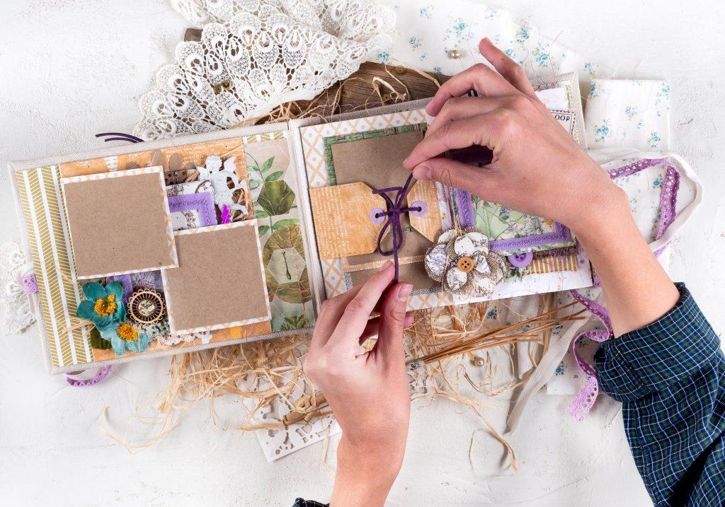 Como fazer moldura de quadro em casa