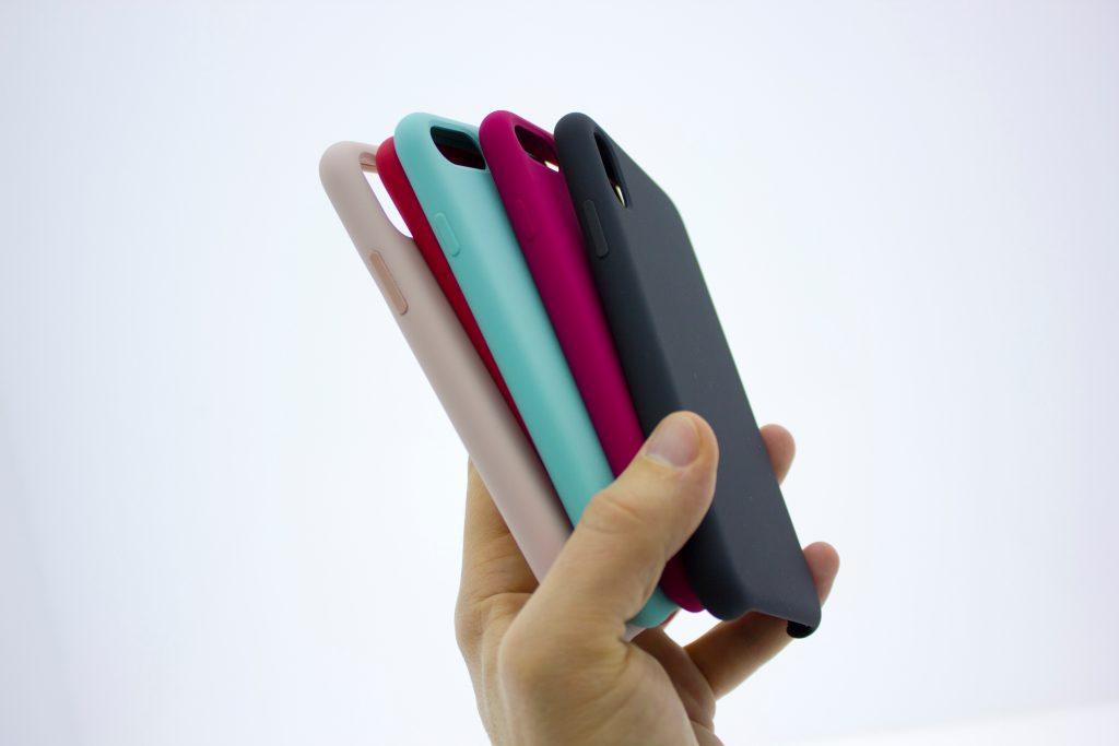 Como limpar capinha de celular? Confira o tutorial completo