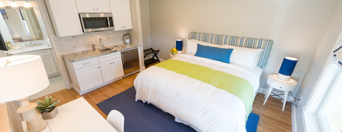 to inn ri newport a welcome hotels and breakfast cove motels narragansett blueberry bed