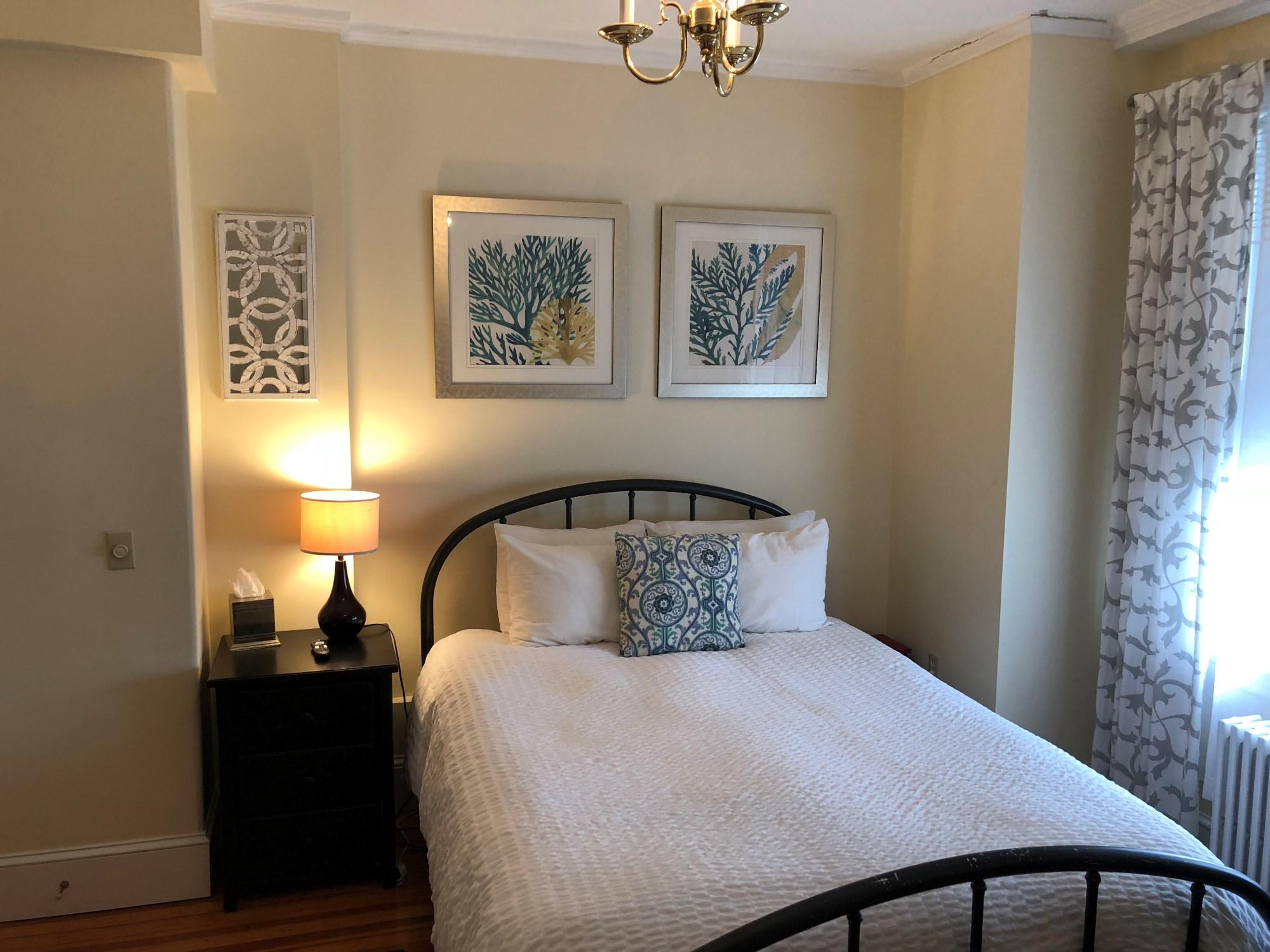 newport blues inn accommodations room 7. Black Bedroom Furniture Sets. Home Design Ideas