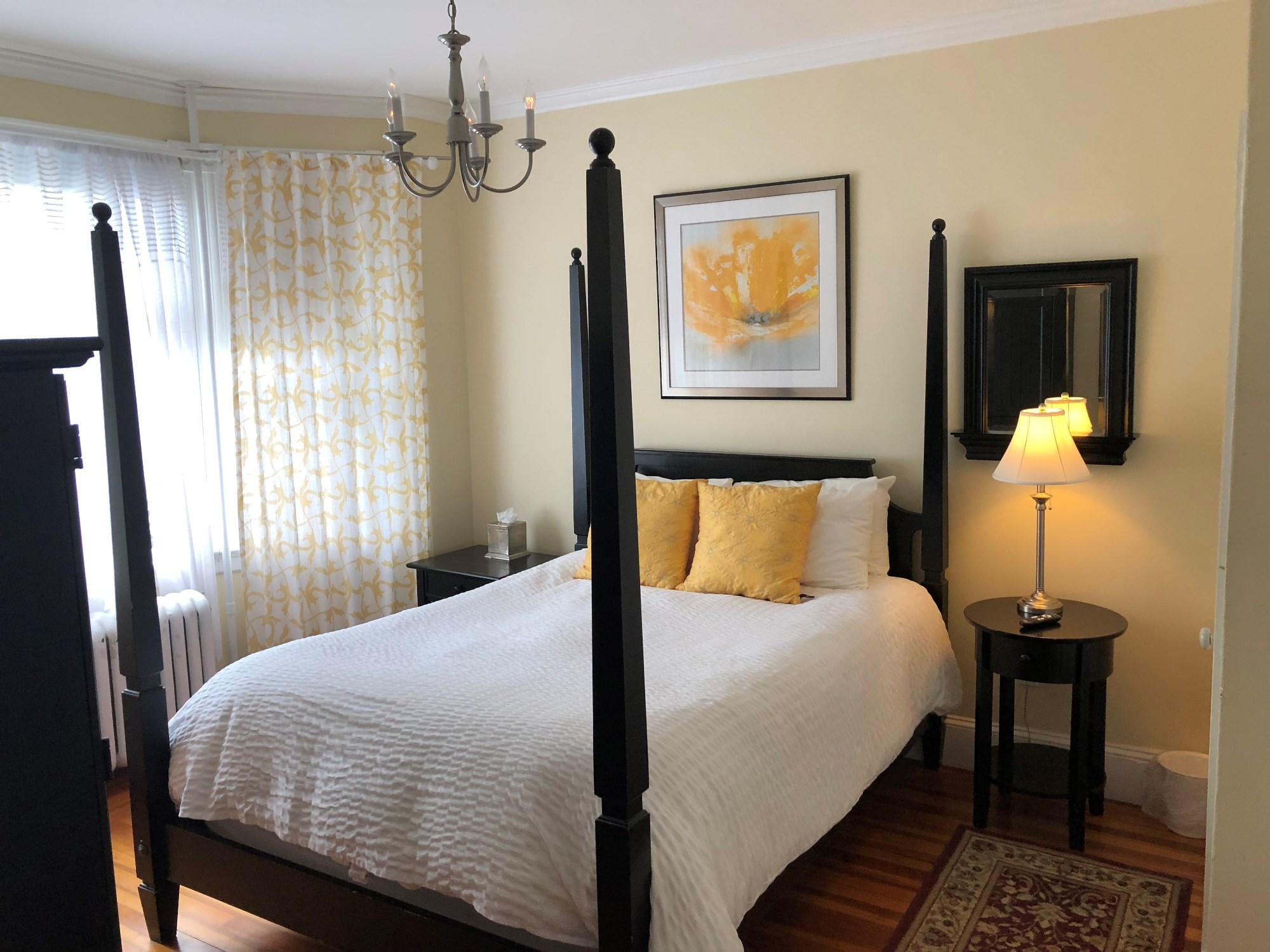 newport blues inn accommodations room 2. Black Bedroom Furniture Sets. Home Design Ideas