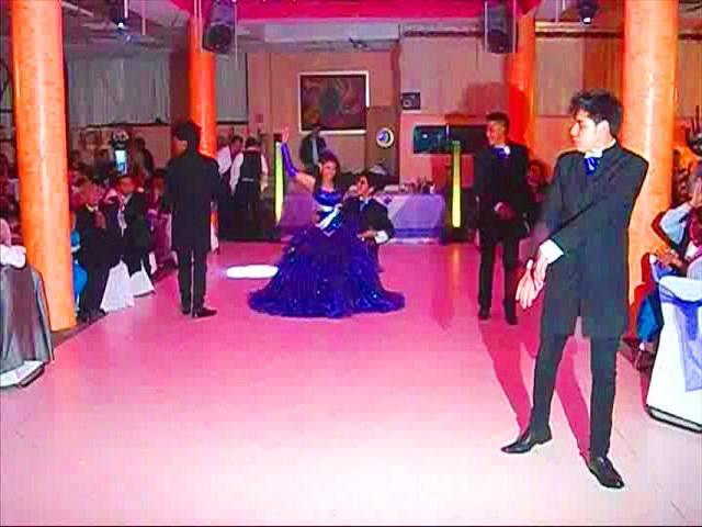 cc5ad7109 4 Chambelanes (Con vestuarios) Clases de Baile antes de su fiesta. Disco  Compacto con las canciones del Evento Programa del evento