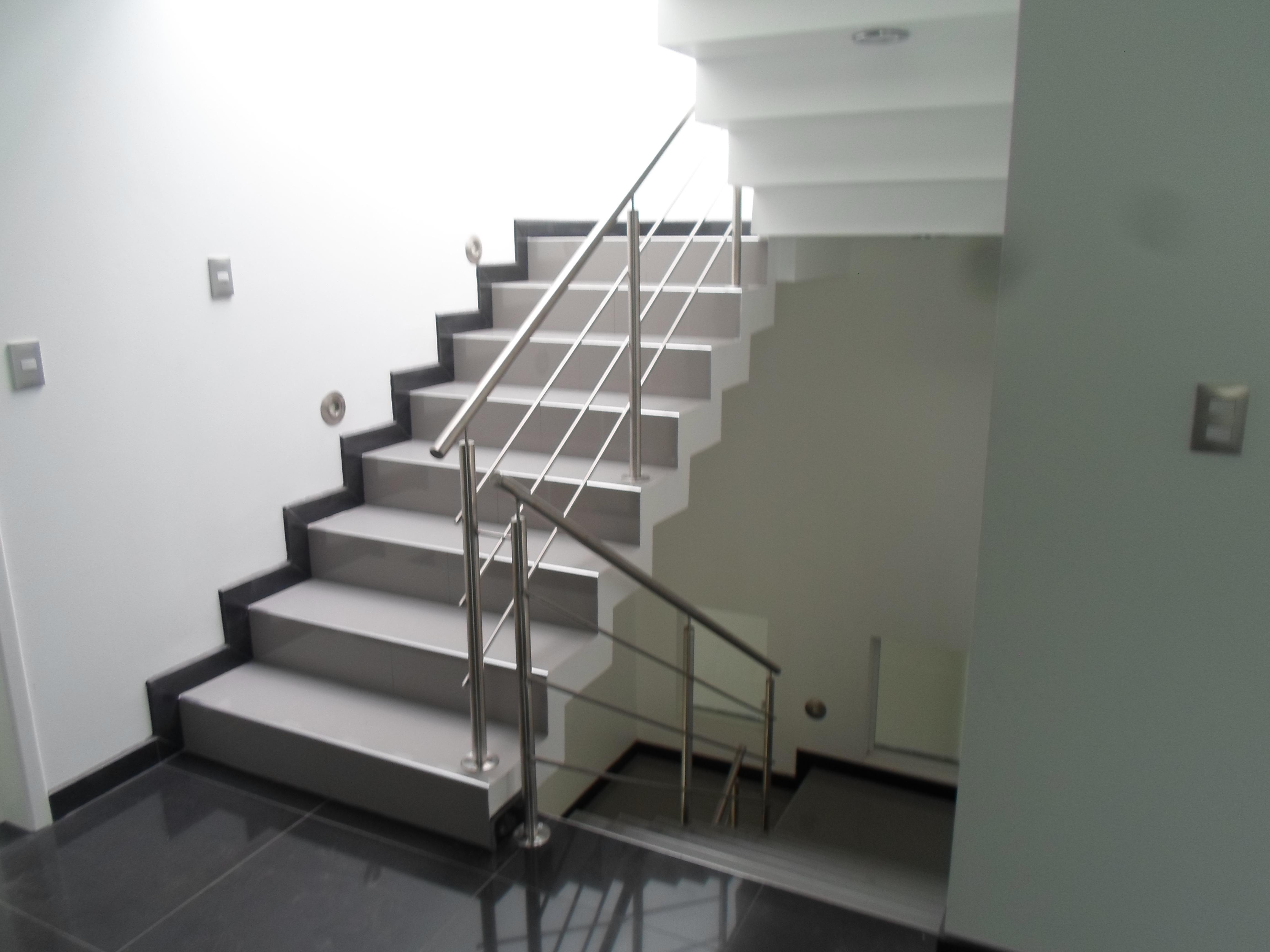 Barandales mira aqu algunos de nuestros trabajos for Escaleras aluminio amazon