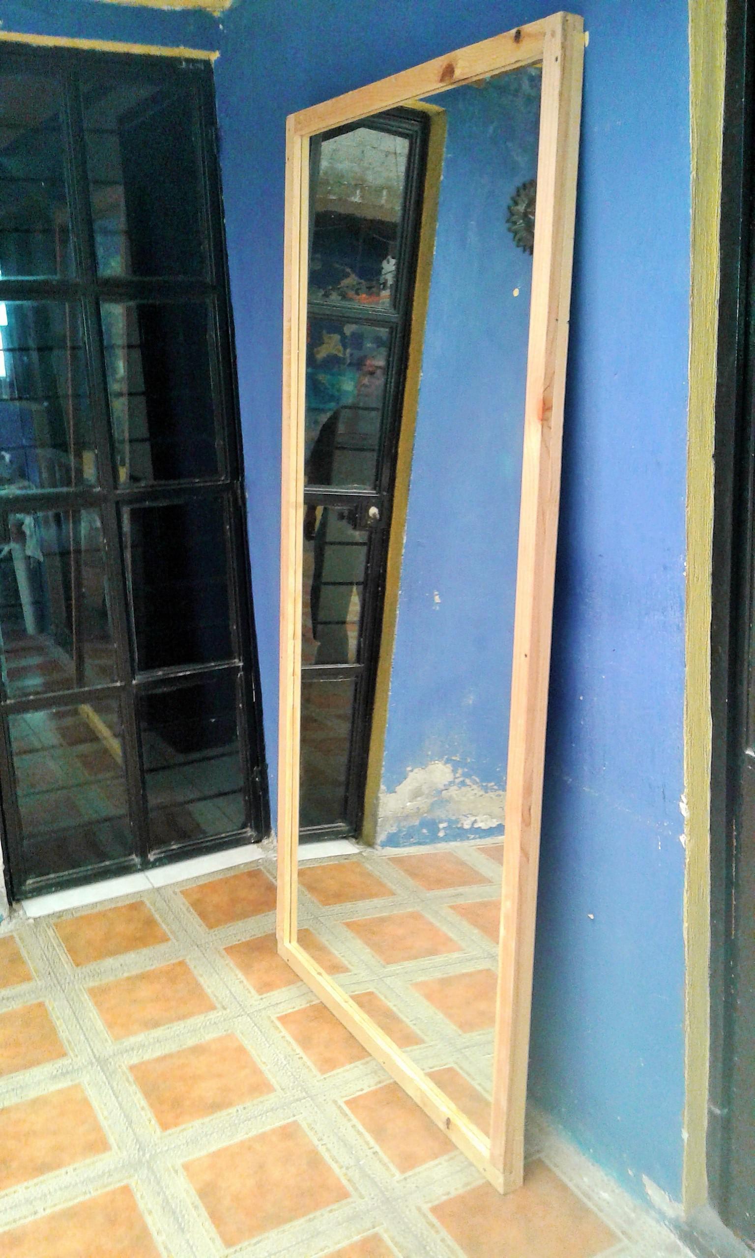 Espejos grandes con marco de madera de pino for Espejos ovalados grandes