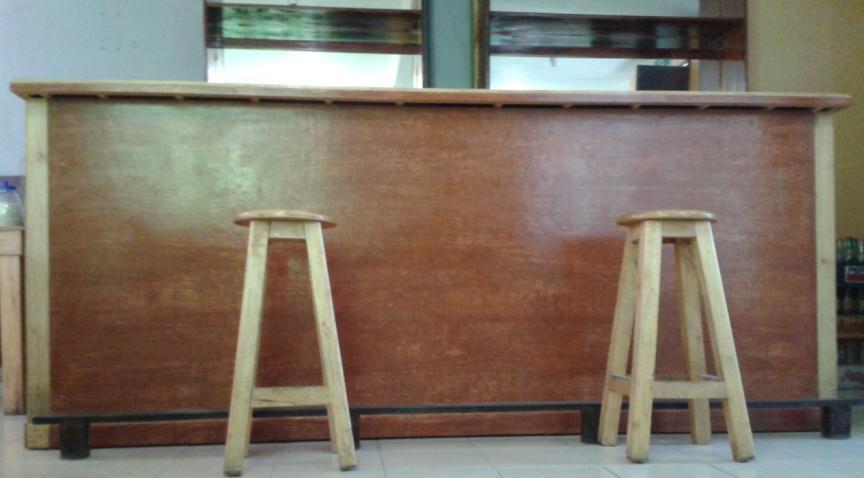 Barras de madera para bar el sueo de todo el mundo un for Bar de madera usado