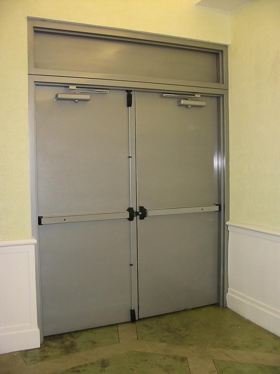 Puertas metalicas resistentes al fuego barras antipanico for Puertas metalicas