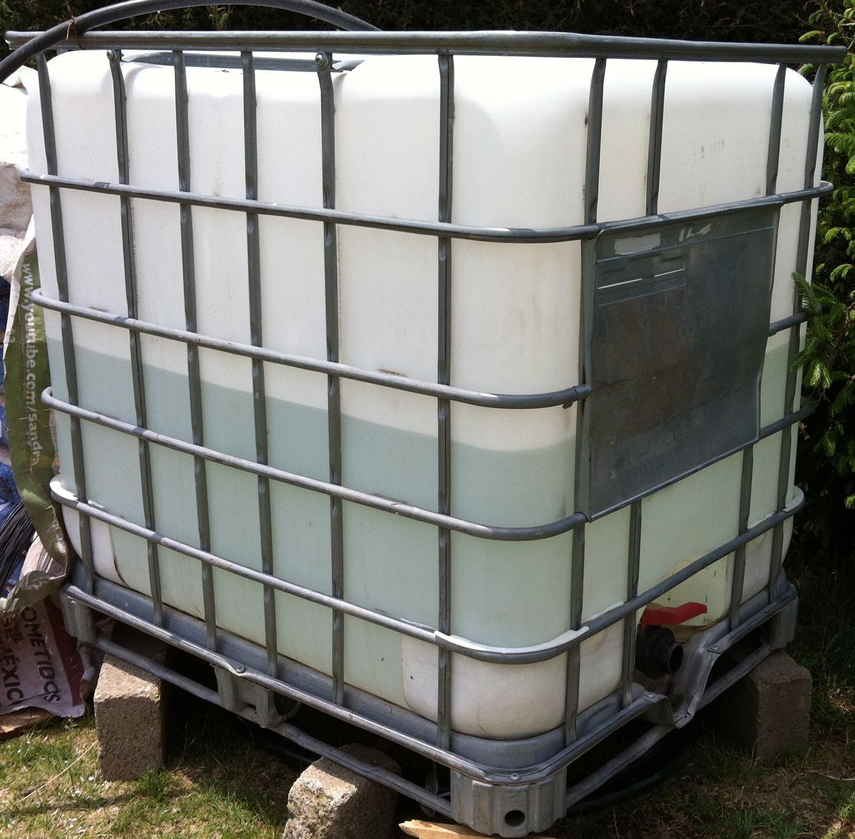 Tinaco cuadrado contenedor totem de pl stico for Precio de estanque de agua 1000 litros