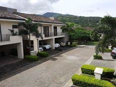 Se vende linda casa en condominio Parque del Sol en Santa Ana
