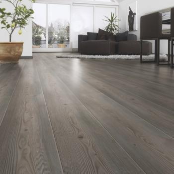 Taller de cortinas y persianas piso laminado color gris for Pisos de madera color gris
