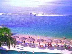 Sobre PLAYA Vista Panorámica y Albercas Departamento a la Orilla del Mar en Acapulco