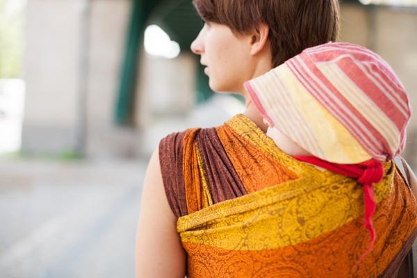 Ellevill Quatro Sunburn Wrap in a Back Carry