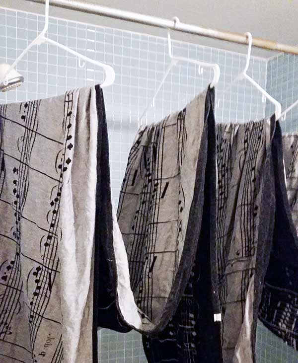 How to Hang Dry Woven Wrap in Bathroom